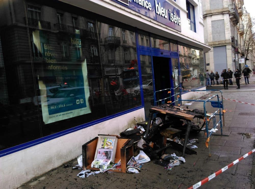 Le rez-de-chaussée des locaux de France Bleu Isère détruit par un incendie criminel © Florent Mathieu - Place Gre'net