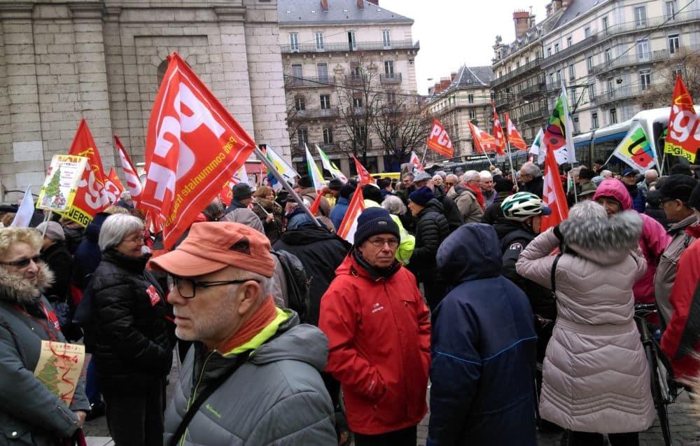 Rassemblement des retraités rue Félix-Poulat à Grenoble © Florent Mathieu - Place Gre'net