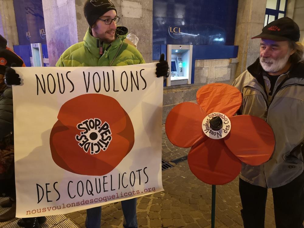 Rassemblement des Coquelicots à Grenoble. La question environnementale pèse également dans les revendications politiques du moment © Joël Kermabon - Place Gre'net