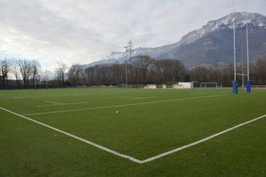 Le terrain synthétique du stade Bachelard de Grenoble va accueillir les matchs de championnat du HCG. © Laurent Genin