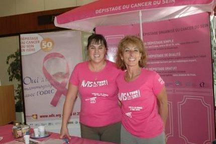 Stand de dépistage du cancer du sein en Isère. DR