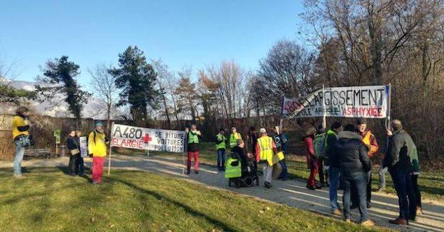 Lundi 18 février, une vingtaine d'activistes ont tenté de bloquer les travaux de déboisement du parc Vallier avant d'être délogés par la police