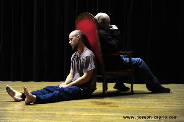 Spectacle Emoovoir de Lionel Damei qu'il interprète avec Geoffroy Durochat à l'occasion du Hip-hop don't stop festival à Saint-Martin-d'Hères. © Joseph Caprio - tous droits réservés