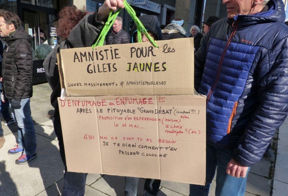 Une pancarte lors de la manifestation grenobloise du 5 février. Qualifié d'«enfumage », le Grand débat est loin de convaincre tout le monde. © Florent Mathieu - Place Gre'net