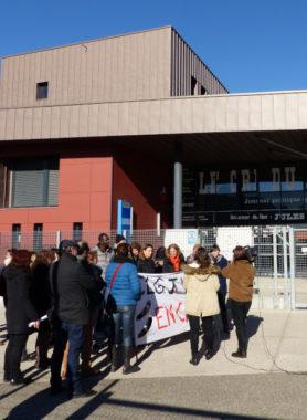 Les enseignants du collège Jules-Vallès étaient en grève, ce jeudi 14 février. Ils souhaitent des postes pérennes et moins d'heures supplémentaires.