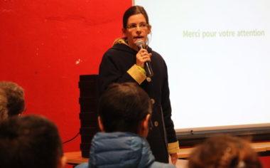 Lucille Lheureux, adjointe aux espaces publics et nature en ville lors de la première des trois réunions publiques consacrées à l'élargissement de l'A480. Le projet, qui a reçu le feu vert du préfet, est devant la justice