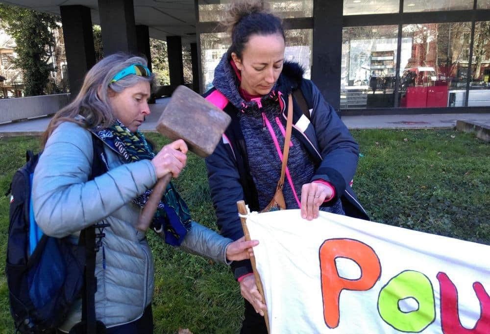 Pour défendre leurs conditions de travail, les professeurs enfoncent le clou devant le rectorat © Florent Mathieu - Place Gre'net