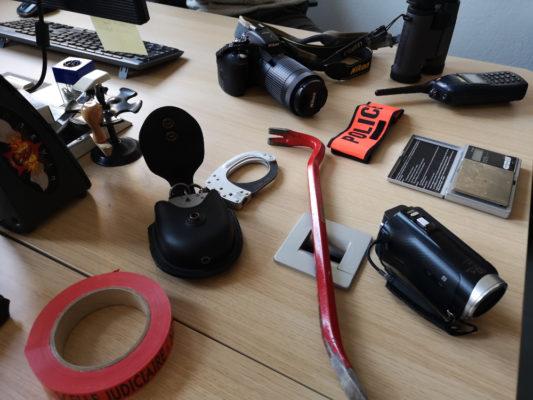 Le matériel utilisé par le groupe anti-drogue. © Joël Kermabon - Place Gre'net