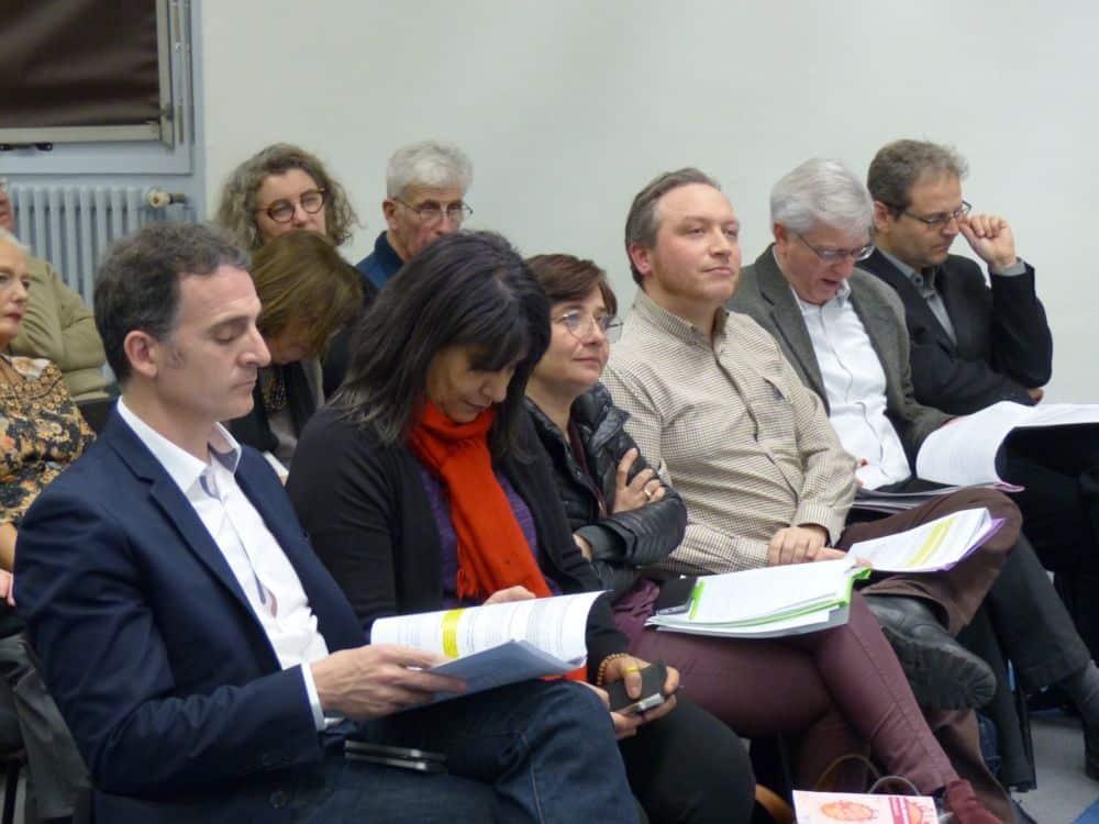 De gauche à droite, au rang des élus de Grenoble, le maire Éric Piolle et les adjoints Kheira Capdepon Elisa Martin Antoine Back Jacques Wiart Vincent Fristot © Florent Mathieu - Place Gre'net
