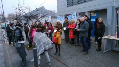 Des parents d'élèves et des professeurs du collège Aimé Césaire ont bloqué l'établissement en réaction à la baisse des dotations horaires d'enseignants.© Joël Kermabon - Place Gre'net