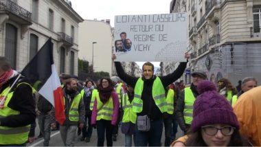 Trois à quatre cents gilets jaunes ont défilé à Grenoble pour l'acte XIII du mouvement, avant de lancer leur propre grand débat, ce dimanche 10 février.© Joël Kermabon - Place Gre'net