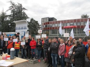 Les salariés de l'Institut des métiers et des techniques ont fait grève le 8 mars 2019 pour réclamer à la CCI de Grenoble des hausses de salaires. © Séverine Cattiaux - Place Gre'net
