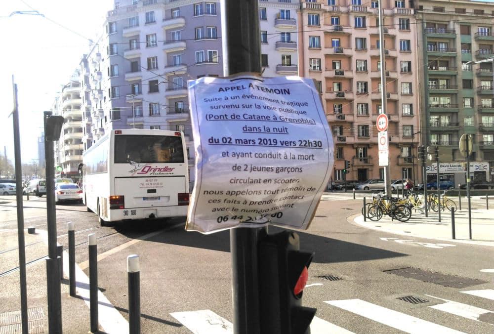 Les familles des deux jeunes du quartier Mistral tués sur le pont de Catane lancent un appel à témoins via des affiches collées près des lieux de l'accidentPlusieurs affiches ont été disposées à proximité du lieu de l'accident © Florent Mathieu - Place Gre'net