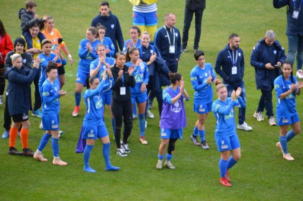 Les Grenobloises ont profité de leur tour d'honneur au stade des Alpes. © Laurent Genin