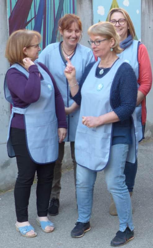 Des ATSEM de l'école maternelle Nicolas-Chorier en plein essayage de nouvelles blouses. © Charles Thiebaud - Place Gre'net