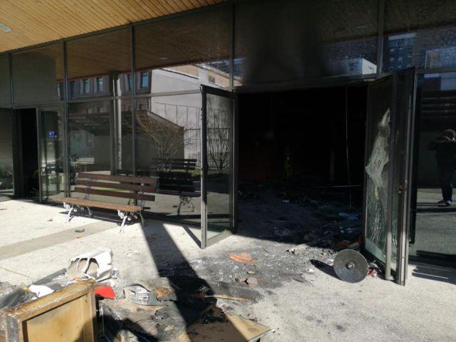Le hall du bâtiment de l'IFSI, largement dégradé durant les émeutes du quartier Mistral © Joël Kermabon - Place Gre'net
