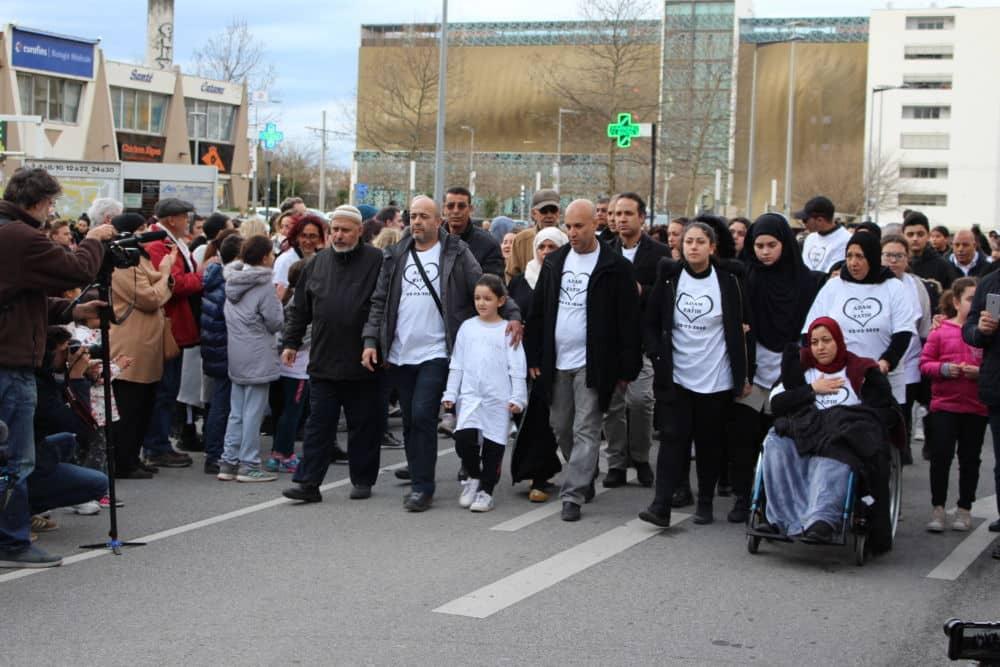 Les familles des deux adolescents durant la marche blanche © Jules Peyron - Place Gre'net
