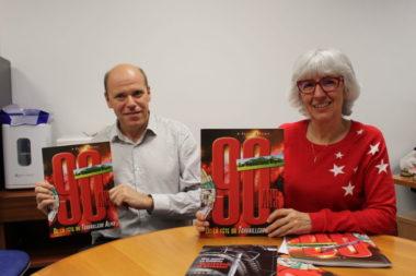 Simone Torres, représentante du Travailleur alpin et l'historien Olivier Vallade qui a contribué à la rédaction de ce numéro spécial. © Jules Peyron - Place Gre'net