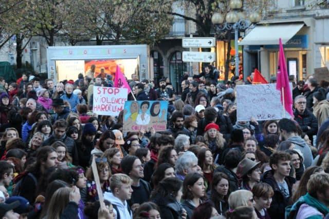 Manifestation féministe dans les rues de Grenoble. DR