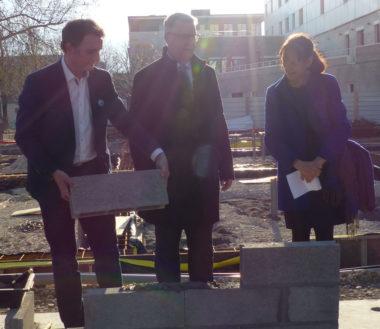 Pose de la première pierre de la future école Hoche, le 21 mars 2019 © Charles Thiebaud -placegrenet.fr