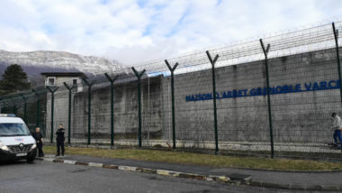 Ce jeudi 7 mars, des surveillants de la prison de Varces ont bloqué l'établissement en soutien à leurs collègues gravement blessés à Condé-sur-Sarthe.Maison d'arrêt de Varces. © Joël Kermabon - Place Gre'net