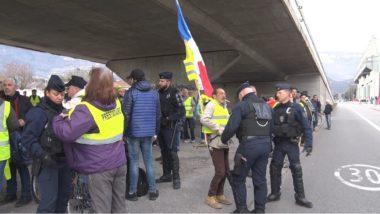 L'acte XVII des gilets jaunes de Grenoble a été contrarié par une forte présence policière, tandis que leur passage à Mistral a suscité la controverse.Des fouilles systématiques. © Joël Kermabon - Place Gre'net