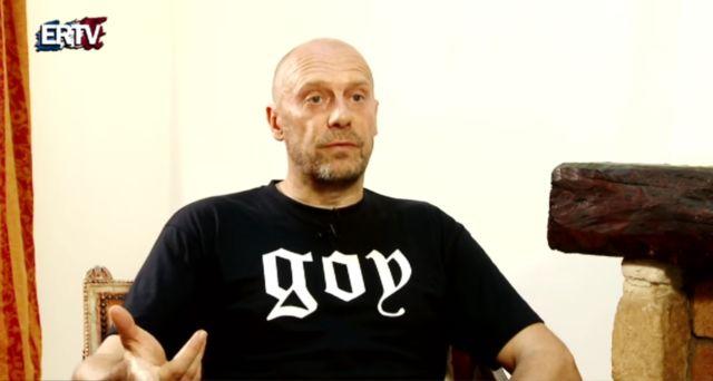 Quand Alain Soral présente son t-shirt « Goy » : « C'est ce que je suis, et ce pour quoi je suis pris aujourd'hui en France par le système ».