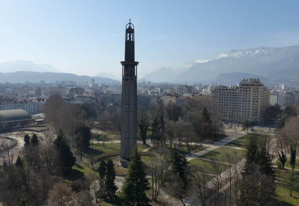 La Tour Perret de Grenoble au sein du parc Mistral © Florent Mathieu - Place Gre'net