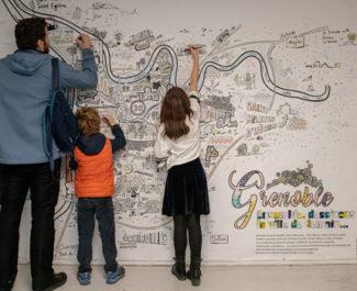 UNE Public venu à la biennale des villes en transition à Grenoble. Crédit Ville de Grenoble