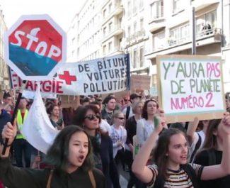 Marche du siècle à Grenoble, samedi 16 mars face à l'état d'urgence climatique. © Diane Hentsch - Placegrenet.fr
