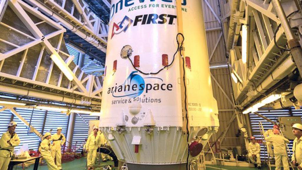 Le CEA a annoncé son premier engagement dans l'aventure spatiale avec un procédé d'assemblage de batteries développé par le CEA-Liten. Les six microsatellites ont été transportés par la fusée Soyouz. © Arianespace