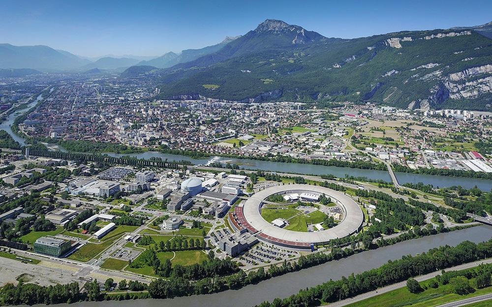 L'État a labellisé l'Institut pluridisciplinaire d'intelligence artificielle de Grenoble pour une période initiale de quatre ans, le 24 avril 2019.Synchrotron européen de Grenoble (ESRF) sur la presqu'île scientifique. © ESRF
