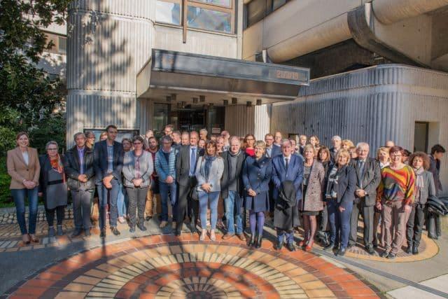 Photographie de groupe entre partenaires des Contrats territoriaux pour la Jeunesse. © Département de l'Isère