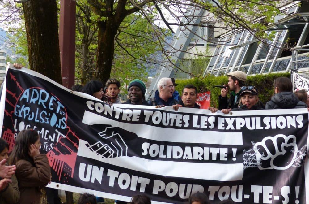Expulsion des anciens locaux du crédit Agricole occupés par le Dal 38 mercredi 10 avril 2019 © Florent Mathieu - Place Gre'net