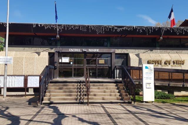 Eybens réduit de moitié de la taxe foncière sur cinq ans pour les logements opérant une rénovation thermique. Hôtel de Ville d'Eybens © Antoine Beau - Place Gre'net