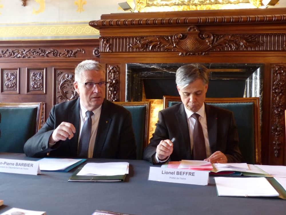 Jean-Pierre Barbier et Lionel Beffre ont signé la convention dans l'une des salles du Palais du parlement © Florent Mathieu - Place Gre'net