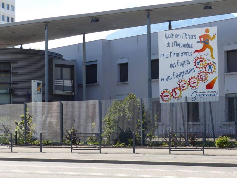 Les élus communistes de la Région appellent Laurent Wauquiez à renoncer à sa charte « droit et devoir » prévue dans le cadre du Pass' Région.Lycée professionnel Guynemer à Grenoble © Florent Mathieu - Place Gre'net