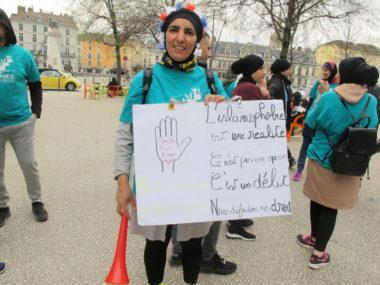 """""""Course pour la dignité"""" organisée par l'Alliance citoyenne, samedi 5 avril 2019. Des femmes voilées et non voilées ont couru pour défendre leur liberté de porter le voile. © Séverine Cattiaux - Place Gre'net"""