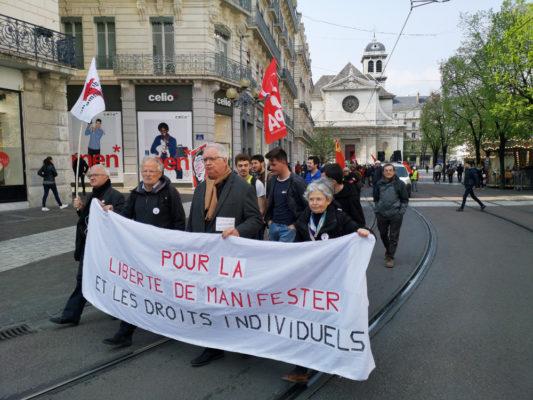 Une centaine de personnes ont défilé contre la loi anti-casseurs, ce 13 avril à Grenoble. © Joël Kermabon - Place Gre'net