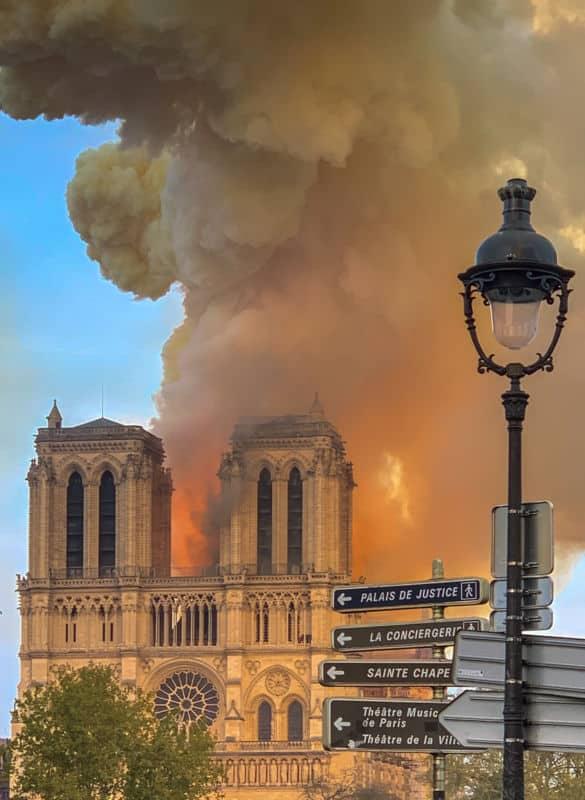Notre-Dame de Paris en flammes. DR
