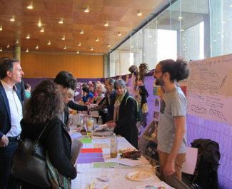 UNE Eric Piolle, maire de Grenoble à gauche sur la photo, au forum des idées du budget participatif 2019 © Séverine Cattiaux - Place Gre'net