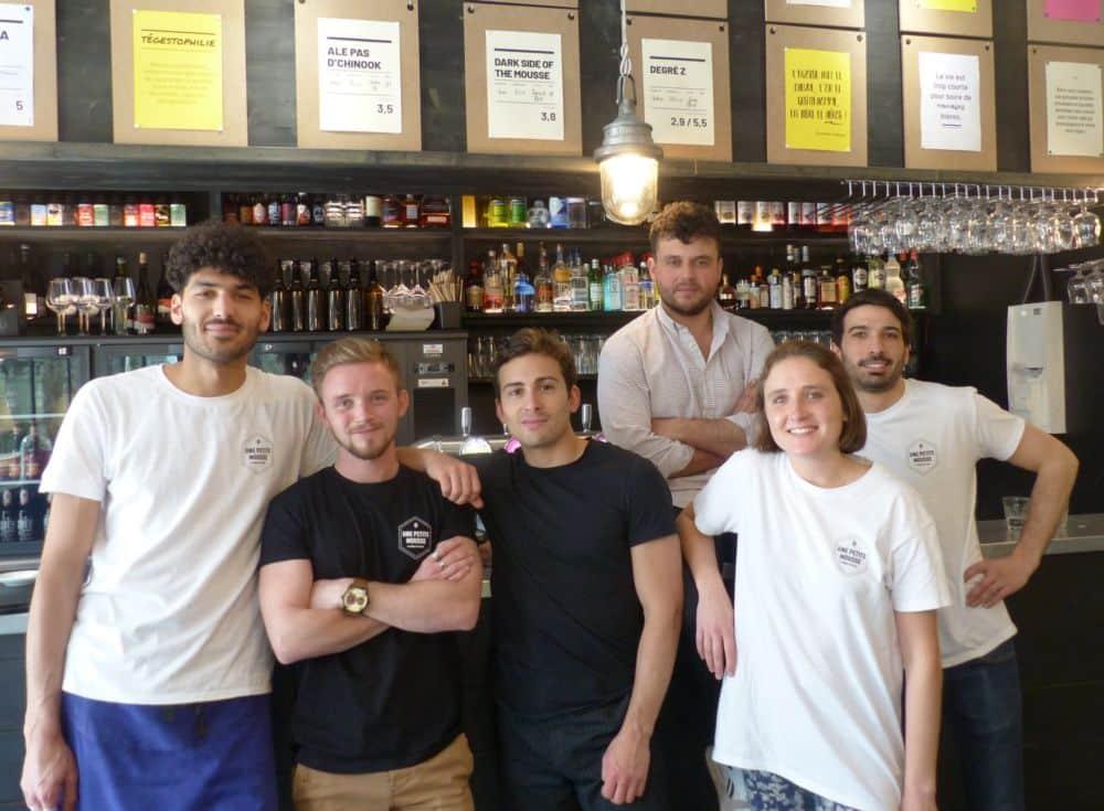 Une partie de l'équipe du bar-restaurant Une petite mousse © Florent Mathieu - Place Gre'net