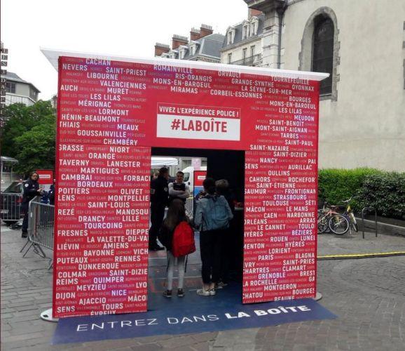 #LaBoîte a démarré son périple à Paris, Place de la République.