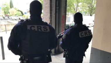 Coup de filet anti-drogue mardi 30 avril au matin dans le centre-ville de Grenoble : 13 kilos de cannabis et un fusil d'assaut ont été saisis © Image France 3 Alpes.