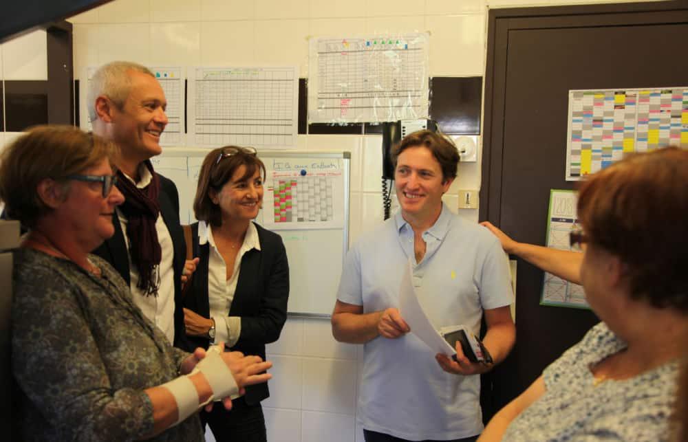 Stéphane Froidevaux (au centre) visite la crèche de Seyssins © Ville de Seyssins