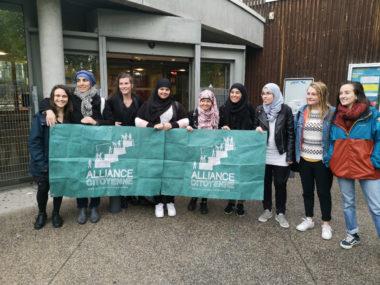 Le collectif de femmes musulmanes accompagné de militantes de l'Alliance citoyenne. © Joël Kermabon - Place Gre'net