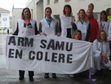Les personnels des urgences hospitalières manifestaient, ce mardi 28 mai, devant le CHU Grenoble-Alpes pour dénoncer leurs conditions de travail.© Jérôme Diaz - Placegrenet.fr