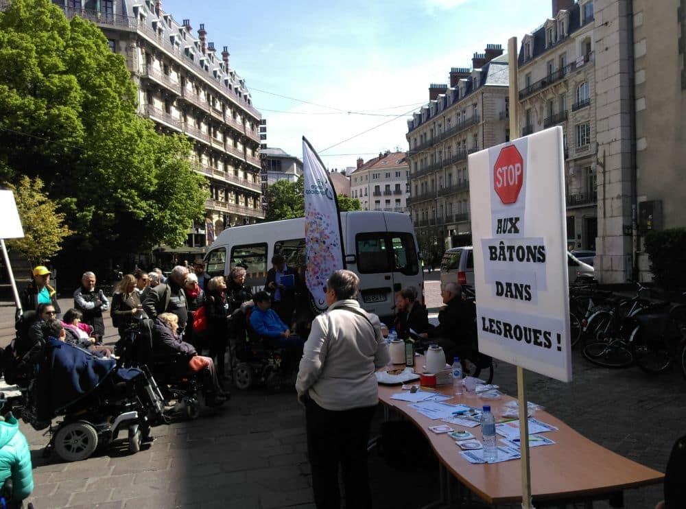 Rassemblement à l'appel de APF France Handicap à Grenoble le 7 mai 2019 © Florent Mathieu - Place Gre'net