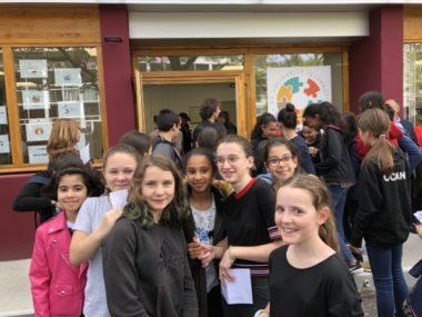 Les élèves du collège Aimé Césaire tout sourire à l'inauguration du Pôle International de Solidarité.