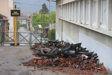 Ecole maternelle de Tullins victime d'un incendie le 1er mai 2019. © Jean-Louis Latsague - Placegrenet.fr